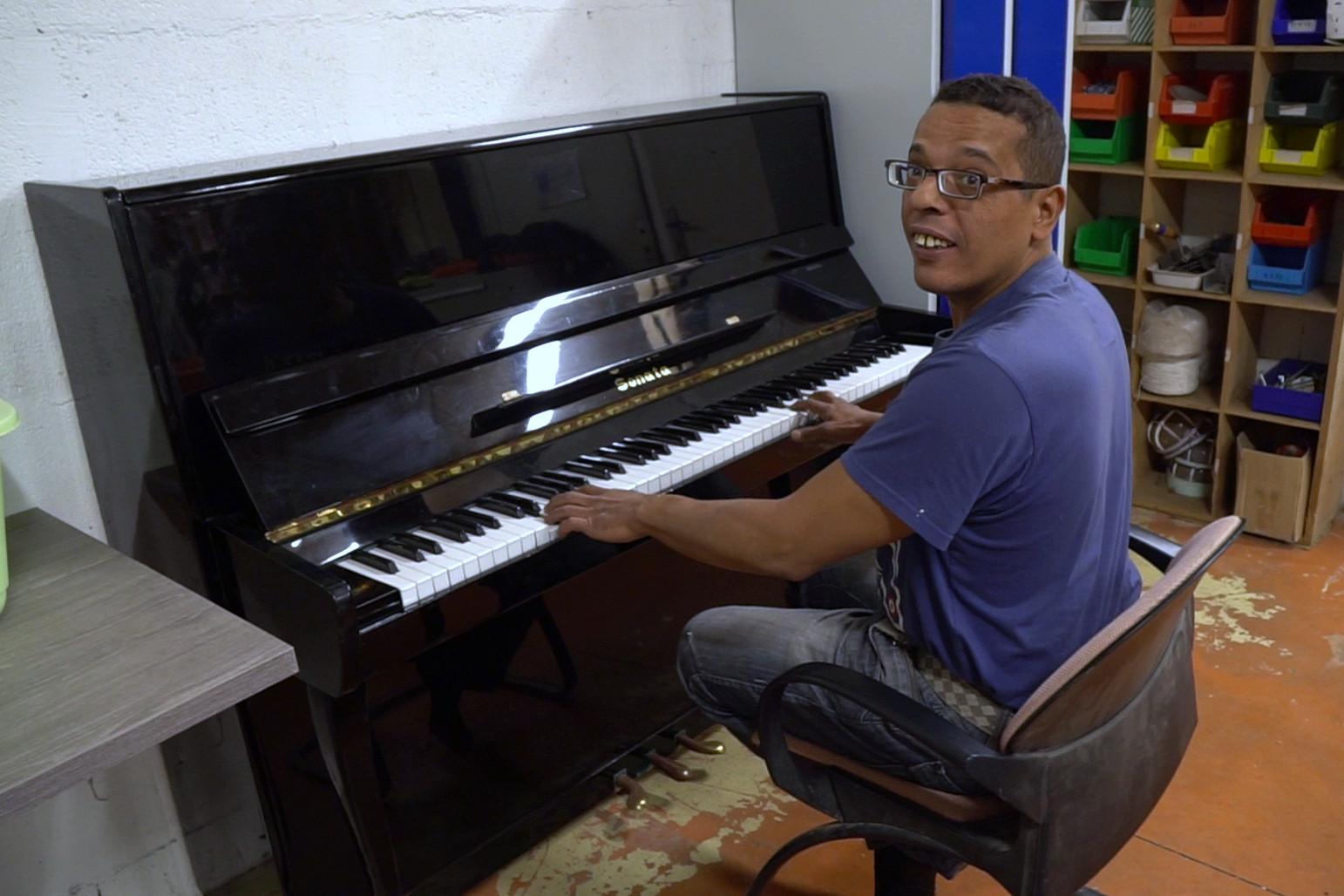 Un nouveau piano à l'ESAT Cotra (Fontenay)