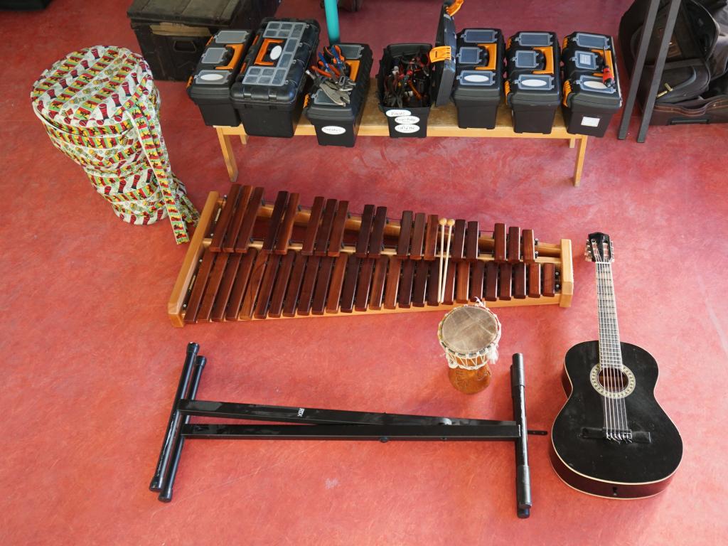 Xylophone, guitare, djembés donnés à Trappes